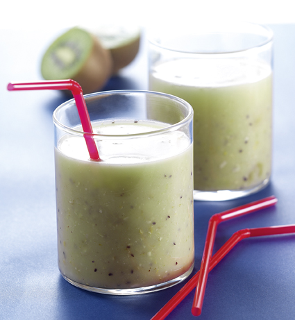 High vitamin kiwi/cereal smoothie with rice drink